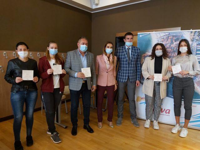 """Nagrađeni najbolji učenici srednje škole """"Danilo Kiš"""" u Budvi"""
